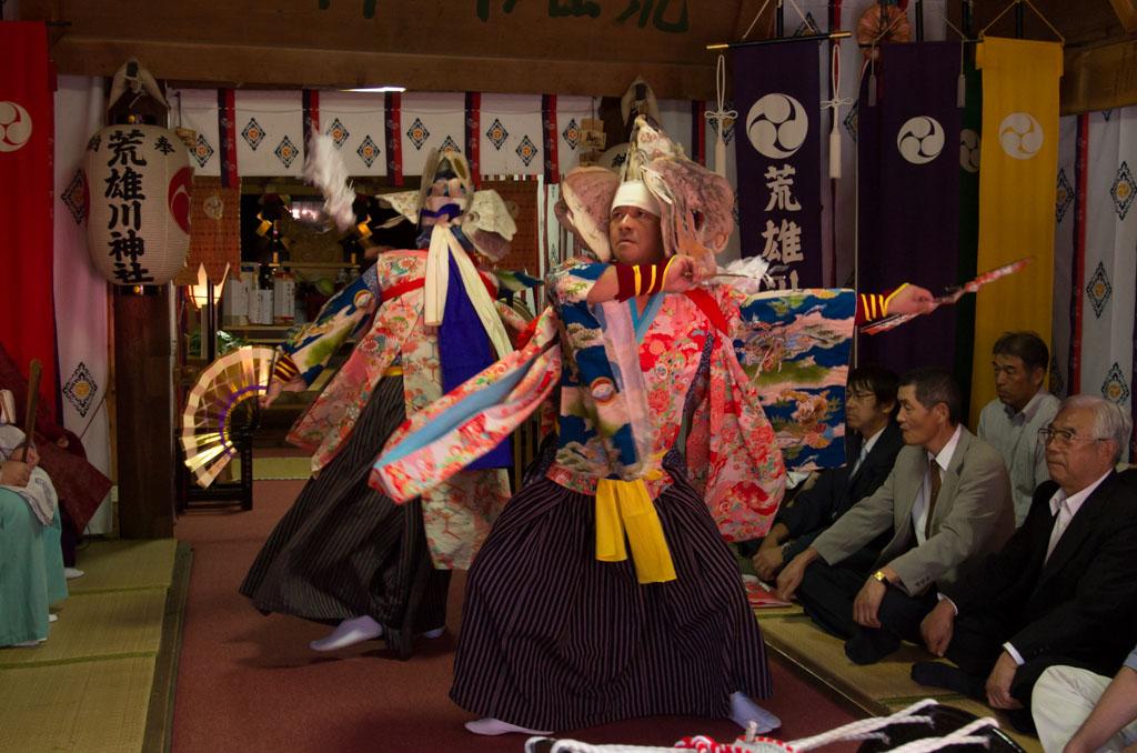荒雄川神社祭典「奉納の舞」の様子